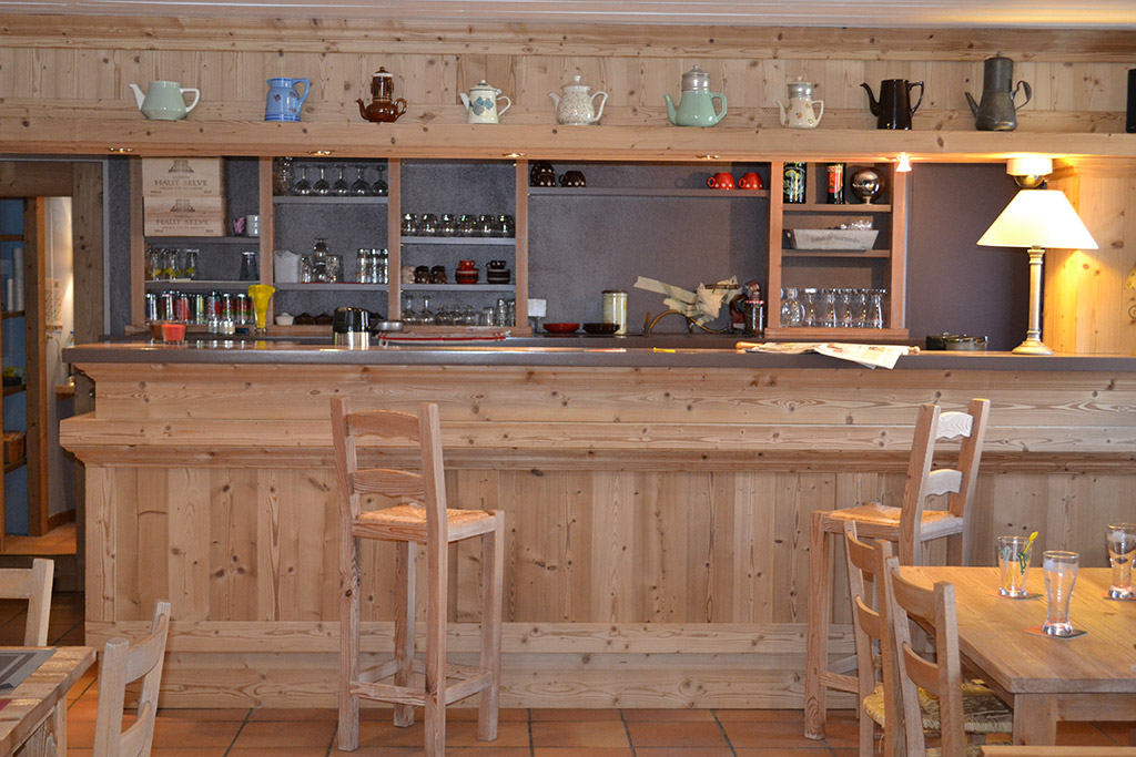 le bar restaurant h tel restaurant l 39 adray. Black Bedroom Furniture Sets. Home Design Ideas